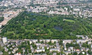 Kłótnia o Park Skaryszewski. Boją się o drzewa, nie chcą ogrodzenia