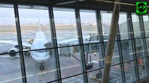 Samolot zahaczył skrzydłem o lotniskowy rękaw